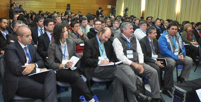 Autoridades y expertos en descentralización se reúnen en Pucón
