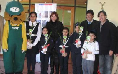 Municipio de Lolo arboriza establecimientos educacionales