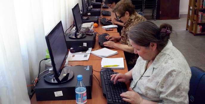 Biblioteca pública de Rengo realiza capacitación en Alfabetización Digital