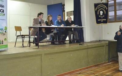 Alumnos y profesores debaten sobre politica nacional docente