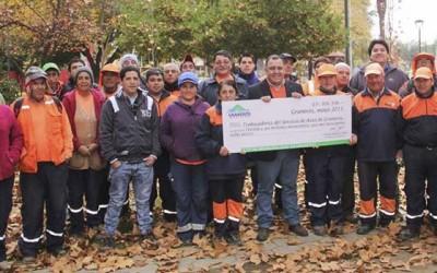 Graneros alcalde entrega bono a trabajadores del aseo