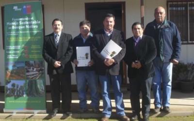 Conaf firma convenio para arborizar barrios de Paredones