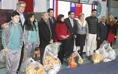 Educacion entrega de implementacion deportiva colegios Cachapoal