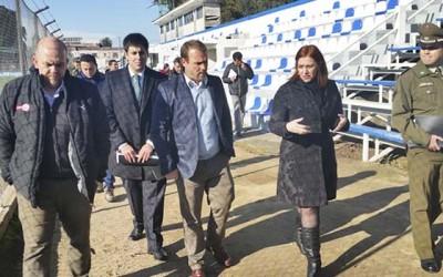 Gobernadora de Colchagua realiza visita inspectiva a estadios