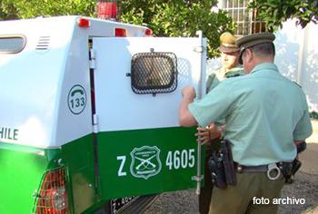 Carabineros carro policial detenido