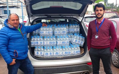 Hospital San Fernando donan botellas agua mineral