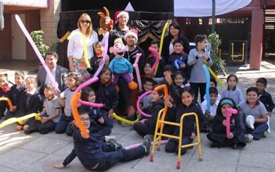 Alumnos del colegio San Nicolas de Bari disfrutan una entretenida fiesta de fin de año