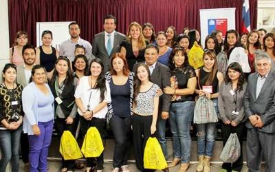 Director nacional Injuv entrega entradas al cine a mujeres Rengo y San Fernando