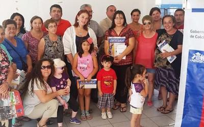 Gobernadora de Colchagua conmemora aniversario del 27F junto a familias de Nancagua