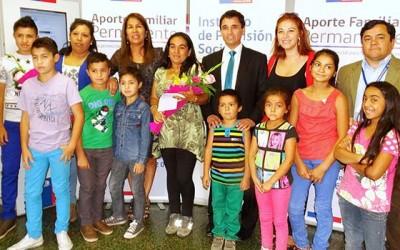 En Colchagua autoridades acompañan a beneficiarias de Aporte Familiar Permanente