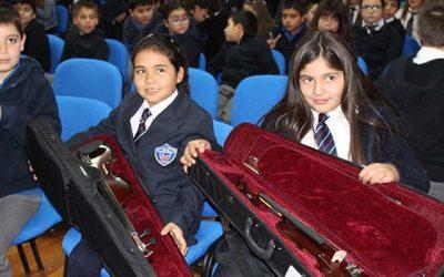 Alumnos del Instituto Tecnológico Minero reciben violines