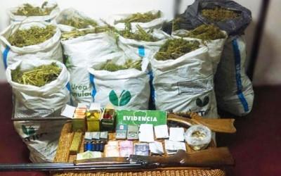 Carabineros Encuentran armamento y plantación de marihuana en Chimbarongo