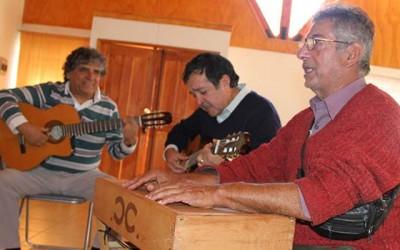 Clases de guitarra gratis para adultos mayores de Mostazal