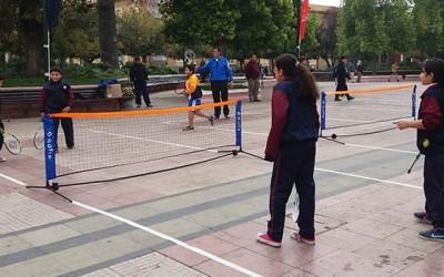 Escolares rancaguinos participan en masivo de mini tenis