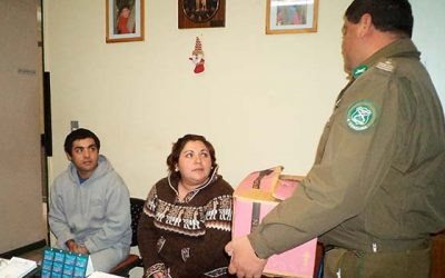 Carabineros de Rosario entrega ayuda solidaria a familia del sector