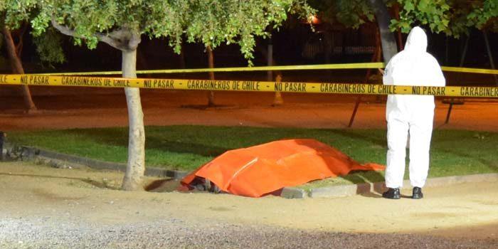 Carabineros investiga cadáver encontrado en plaza de Rancagua