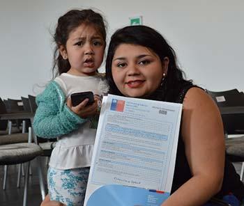 Familias de 7 campamentos felices con sus subsidios