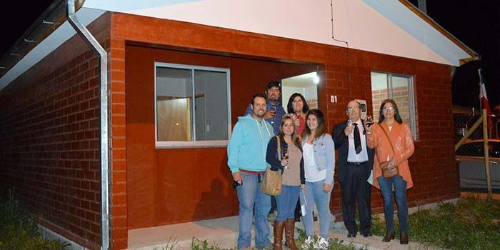 Familias del Comité Renacer de Chépica recibieron sus viviendas propias