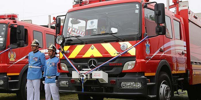 Gobierno regional entrega vehículos de traslado de pacientes y carros para Bomberos