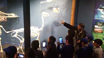 Niños de escuela Isla de Yáquil visitan Reserva Nacional Río de Los Cipreses