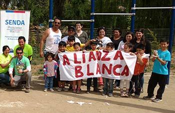 Senda trabajando con vecinos en Villa Machalí Plaza