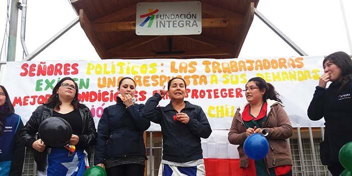 Trabajadoras de jardines infantiles de Fundación Integra en paro nacional