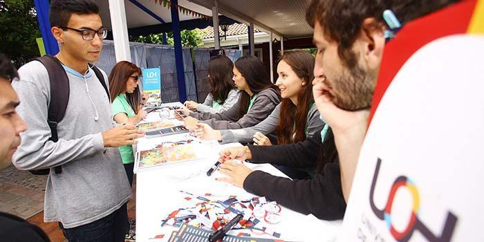 Éxito de convocatoria tuvo el primer día de Feria del Postulante UOH