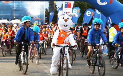 Más de 3500 personas participan en cicletada nocturna de Rancagua