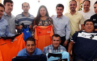 Municipio de chimbarongo entregó implementación deportiva a cuatro equipos de la comuna