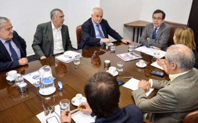 Gobierno se reúne con gremios del turismo para analizar situación del sector por incendios forestales