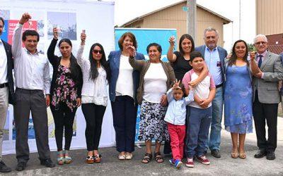 Vecinos de campamento recibieron las llaves de sus nuevas viviendas