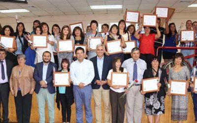 Autoridades certifican alumnos del curso comerciantes de ferias libres del Sence