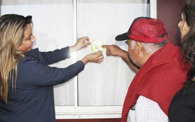 Villa Nueva Ilusión de Pichilemu recibe etiquetas de calificación energética en sus viviendas