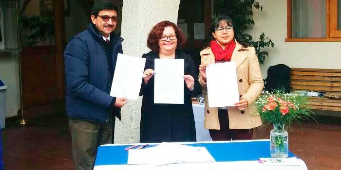 Firman de convenio para creaci n de oficina municipal de for Convenio oficinas madrid 2017