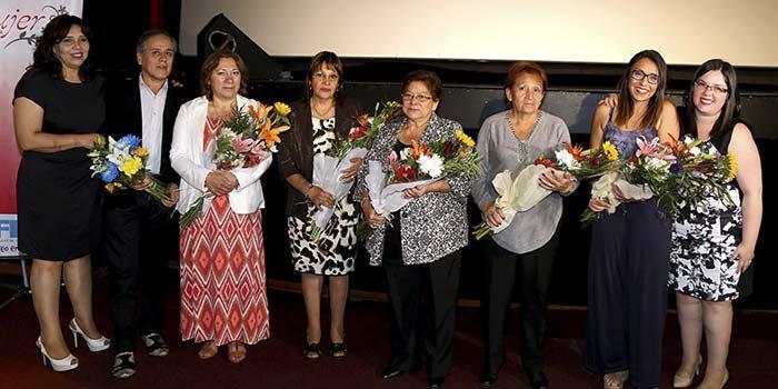 Más de 300 sanfernandinas recibien certificación de talleres municipales