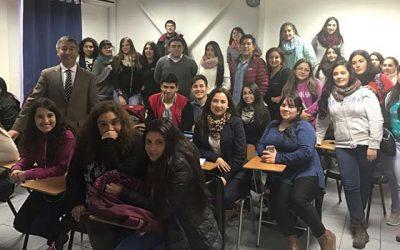 Director regional del Sernac dicta charlas de educación financiera a estudiantes