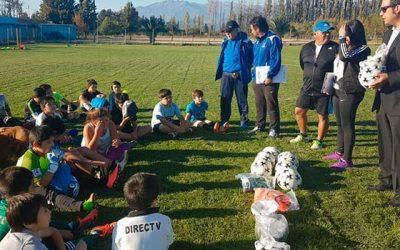 Escuelas municipales de fútbol de Rancagua reciben implementación deportiva