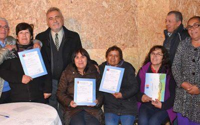 Minvu entregó subsidios a familias damnificadas por incendio de Pelequén