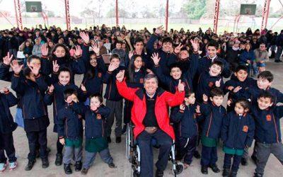 Alumnos de Rengo reciben casacas institucionales
