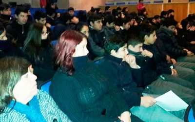 Alumnos de Rengo reciben charla de la unidad de medio ambiente