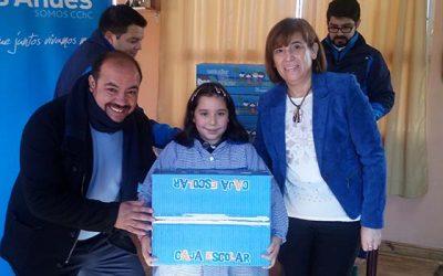 Escolares de Paredones damnificados por los incendios son beneficiados con cajas escolares
