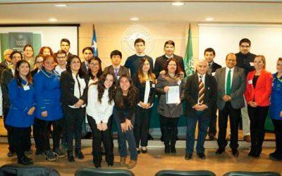 Estudiantes de Santo Tomás Rancagua se enfrentan en torneo de debates