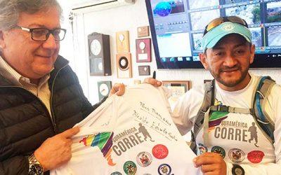 Reconocido triatleta colombiano visita Rancagua en su carrera por la paz mundial