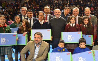 Más de mil 500 alumnos de Rancagua reciben computador