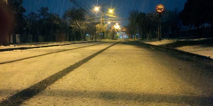 Nieve cubre las calles de la Sexta Región esta madrugada