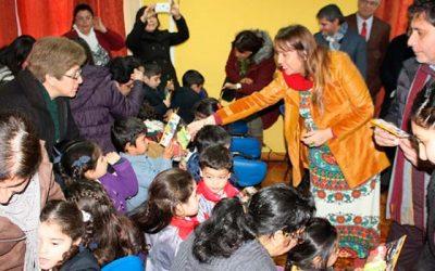 120 niños de Doñihue reciben rincón de juegos del subsistema Chile crece contigo