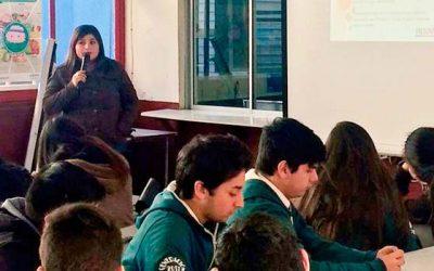 Charla sobre violencia en el pololeo a jóvenes del liceo Juan Pablo II de Nancagua
