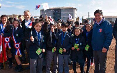 Niños y vecinos de Santa Cruz celebraron la construcción del futuro Parque La Paz