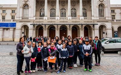Alumnos de la escuela Mónica Silva Gómez de la Estrella disfrutan del arte en el Teatro Municipal de Santiago