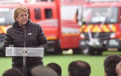 Bachelet entrega 25 carros bomba y 5 carros cisterna a compañías de bomberos de la Sexta Región